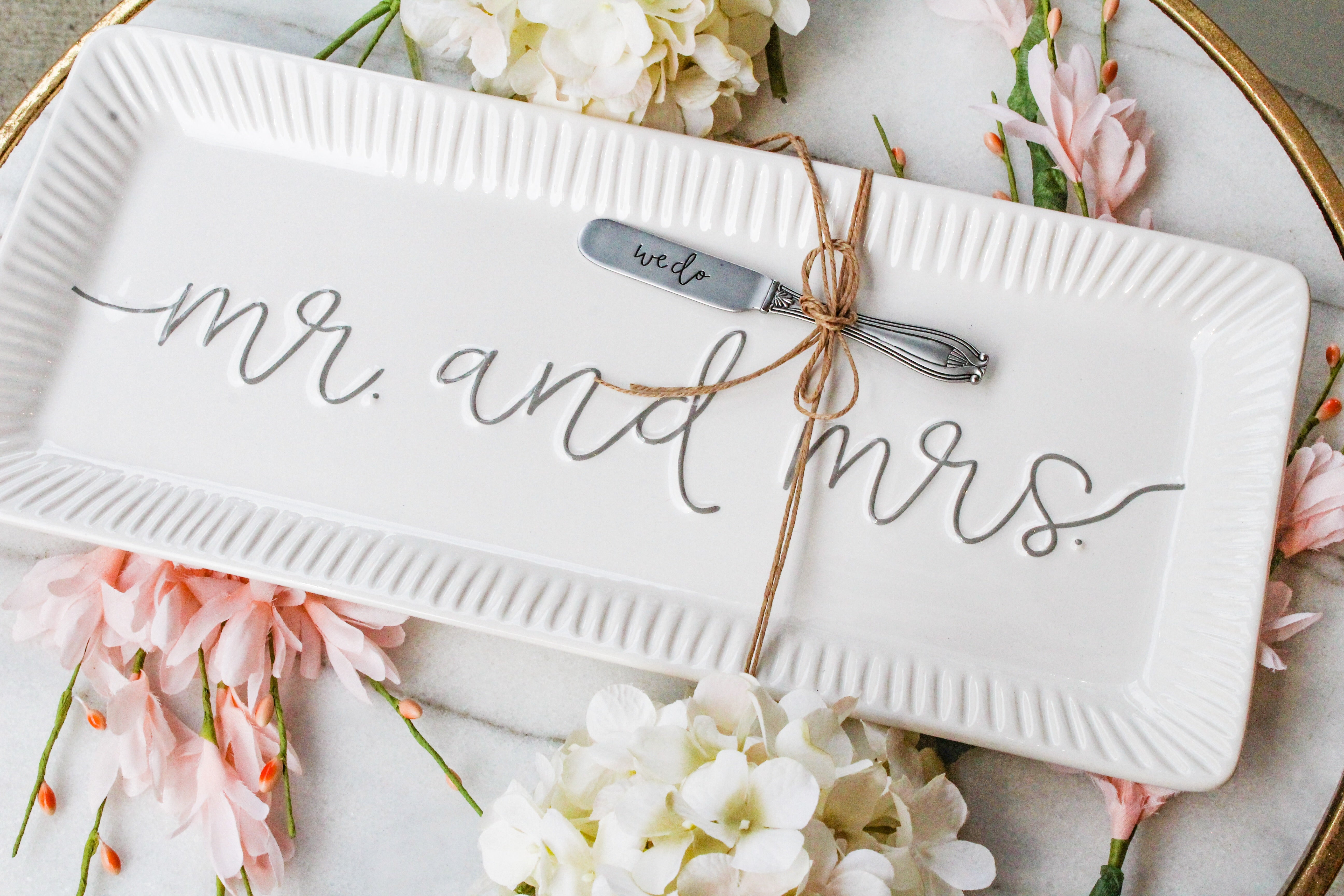 Mr. and Mrs. Hostess Plate Set