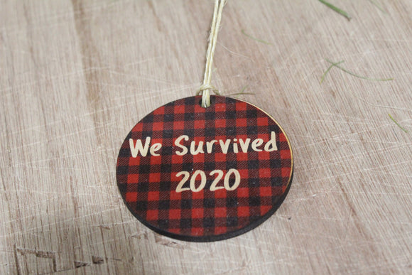 We Survived 2020 Ornament Wood Slice Red Buffalo Plaid Christmas Tree Primitive Rustic Tree Printed Funny Covid Pandemic Farmhouse