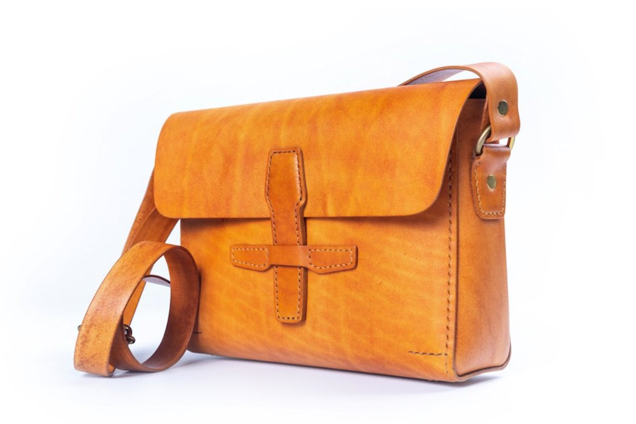 Shoulder Bag / Tan