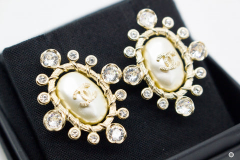 chanel-cc-pearl-bead-with-crystals-metal-xcm-earrings-IS036572