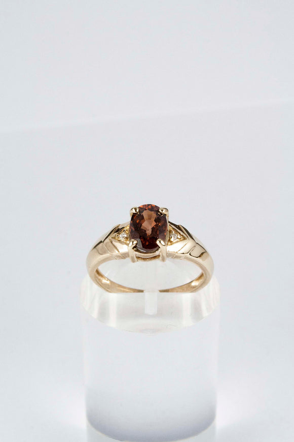9ct Ladies Garnet Ring