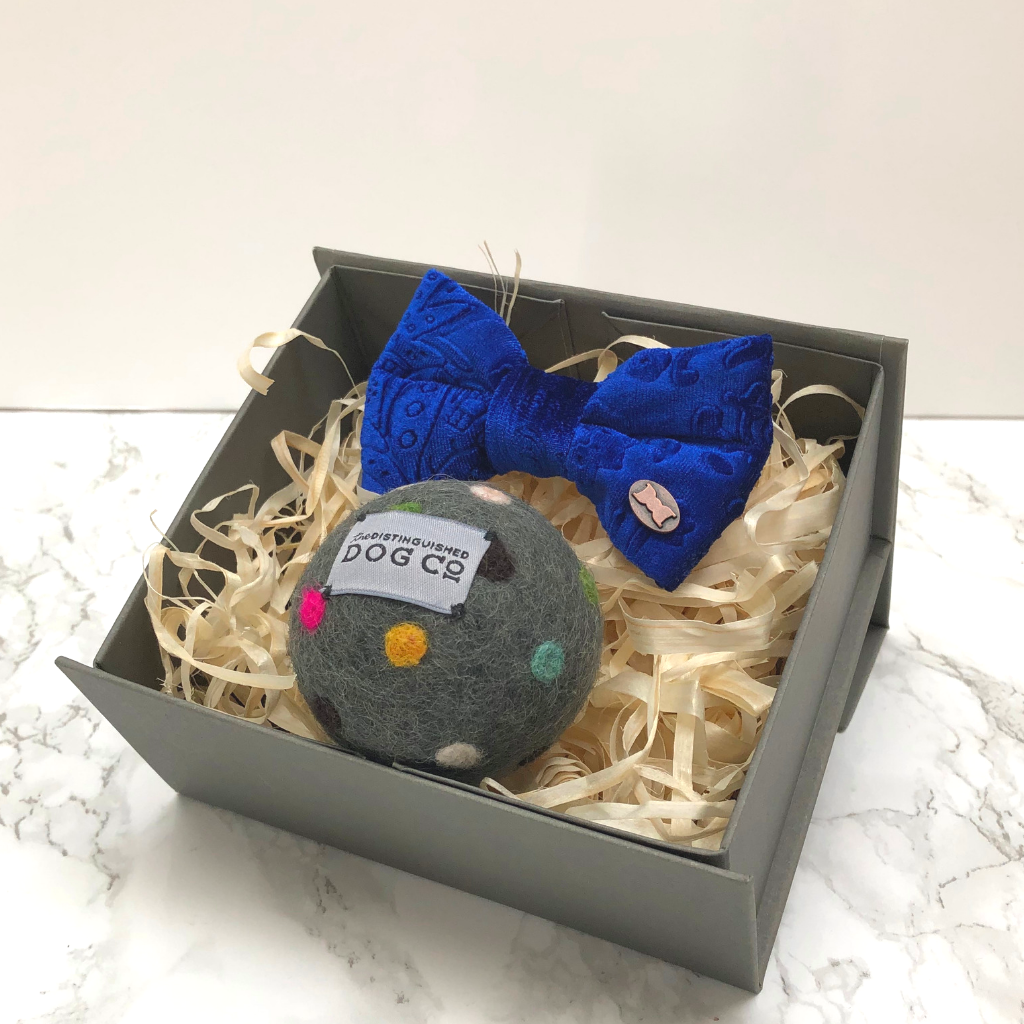Small bow tie and ball gift box