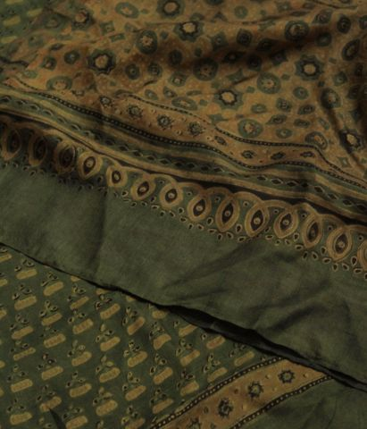 Green With Yellow Flower Mulberry Silk Stole
