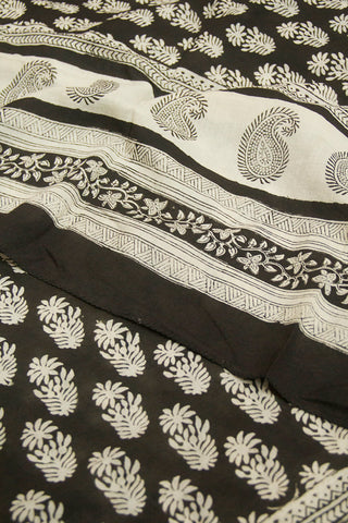 Off White Flowers with Paisley Border Printed Mul Cotton Dupatta