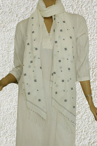 Small Black Dots in Off White Jamdani Stole