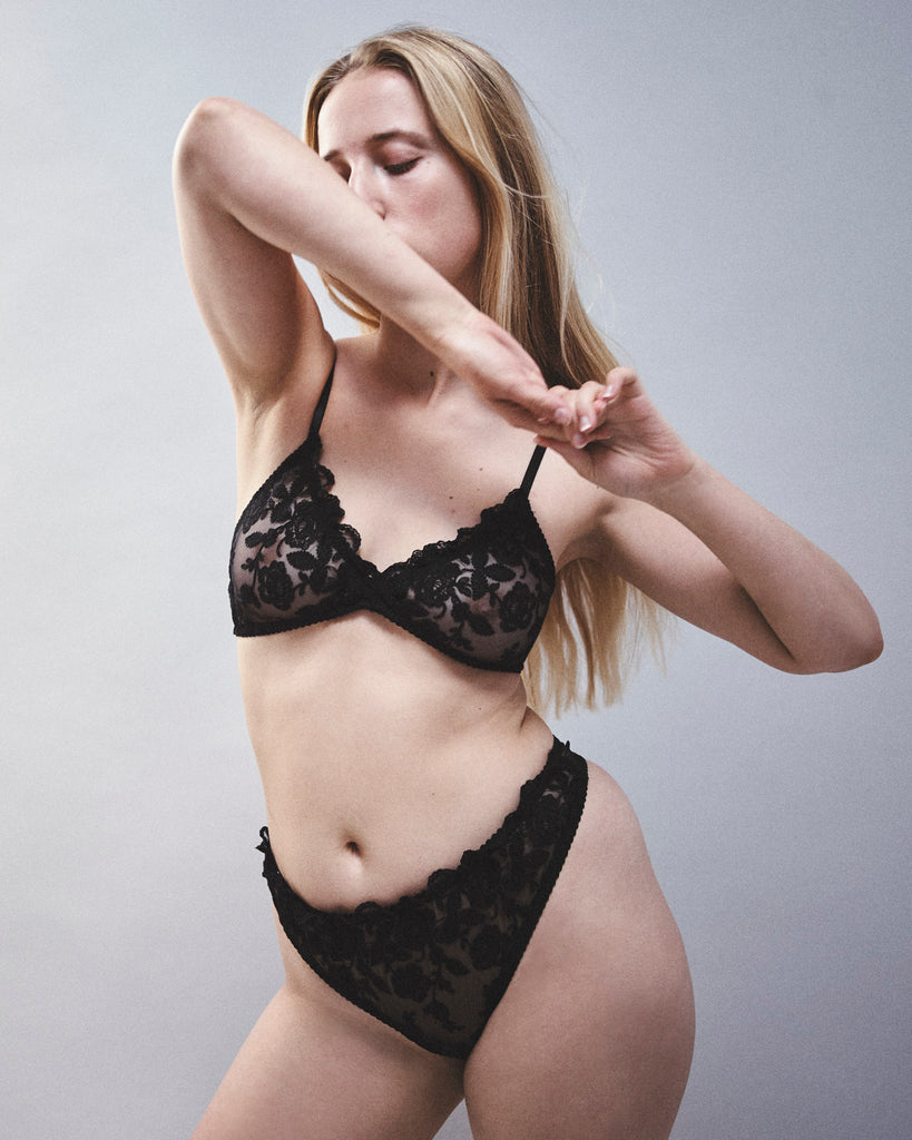 Roisin black lace lingerie set