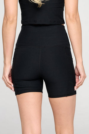 BLACK HIGH-WAISTED SHORTS WITH POCKETS
