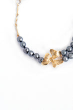 Load image into Gallery viewer, Gray Pearl & Onyx Bracelet with Rich Gold