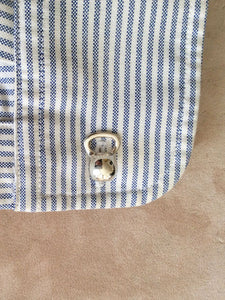 kettelbell-cufflinks-on-shirt