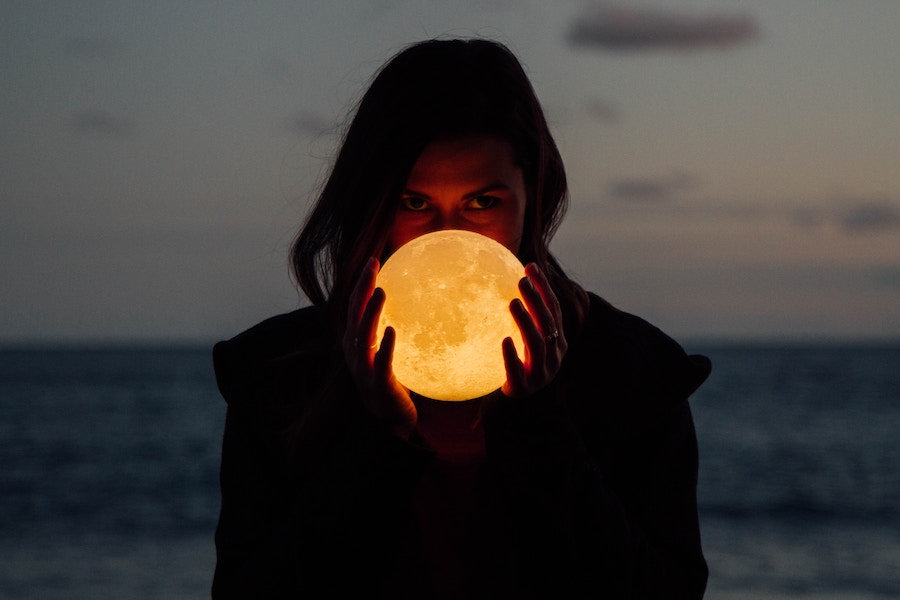 Full moon rituals, what is a full moon ritual, full moon affirmations, full moon release, what to do on the full moon,