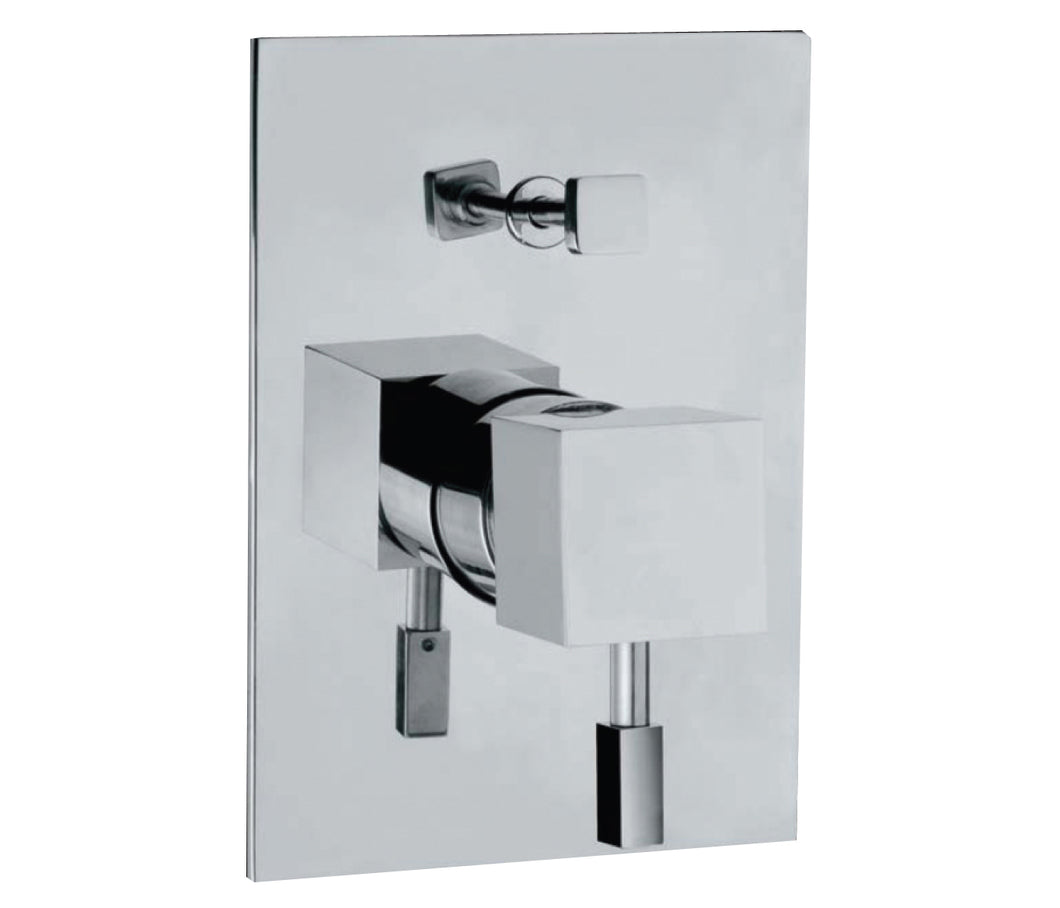 Single lever concealed manual diverter valve