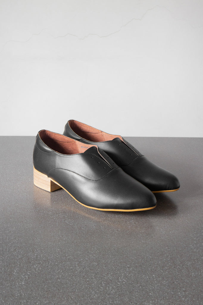 The Balmore Oxford in Black