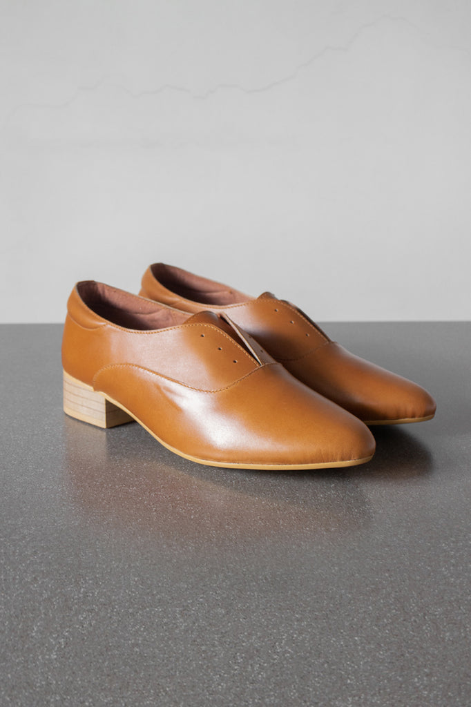 The Balmore Oxford in Tan