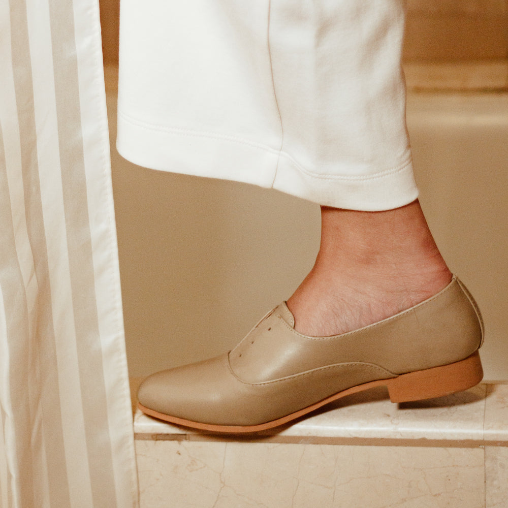 The Balmore Oxford in Antique White - andanté, oxfords - loafers, oxfords leather footwear