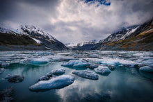 Hooker-Lake-Mount-Cook-Glacier-Icebergs-Moody-New-Zealand-Mark-Hannah-Photography
