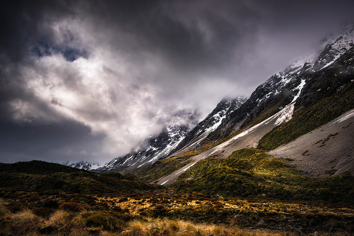 Hooker-Valley-Light-Rays-Moody-Clouds-Mount-Cook-New-Zealand-Mark-Hannah-Photography