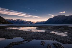 Dawn-Sunrise-Lake-Hawea-Shore-New-Zealand-Mark-Hannah-Photography