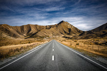 Lindis-Pass-Otago-New-Zealand-Road-Mark-Hannah-Photography