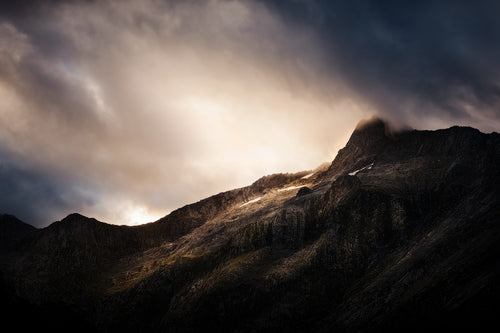 Focus-Milford-Track-New-Zealand-Mount-Hart-Sunset-Mt-Mountain-Light-Rays-Mark-Hannah-Photography