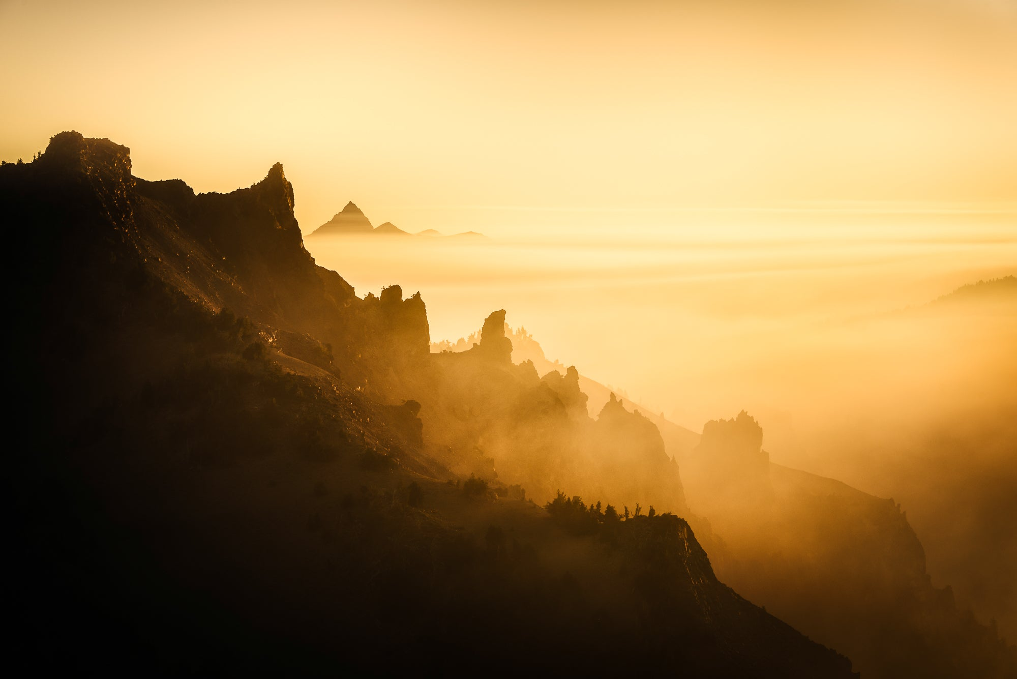 Smoke-Mountains-Sunset-Crater-Lake-National-Park-Oregon-USA-Mark-Hannah-Photography