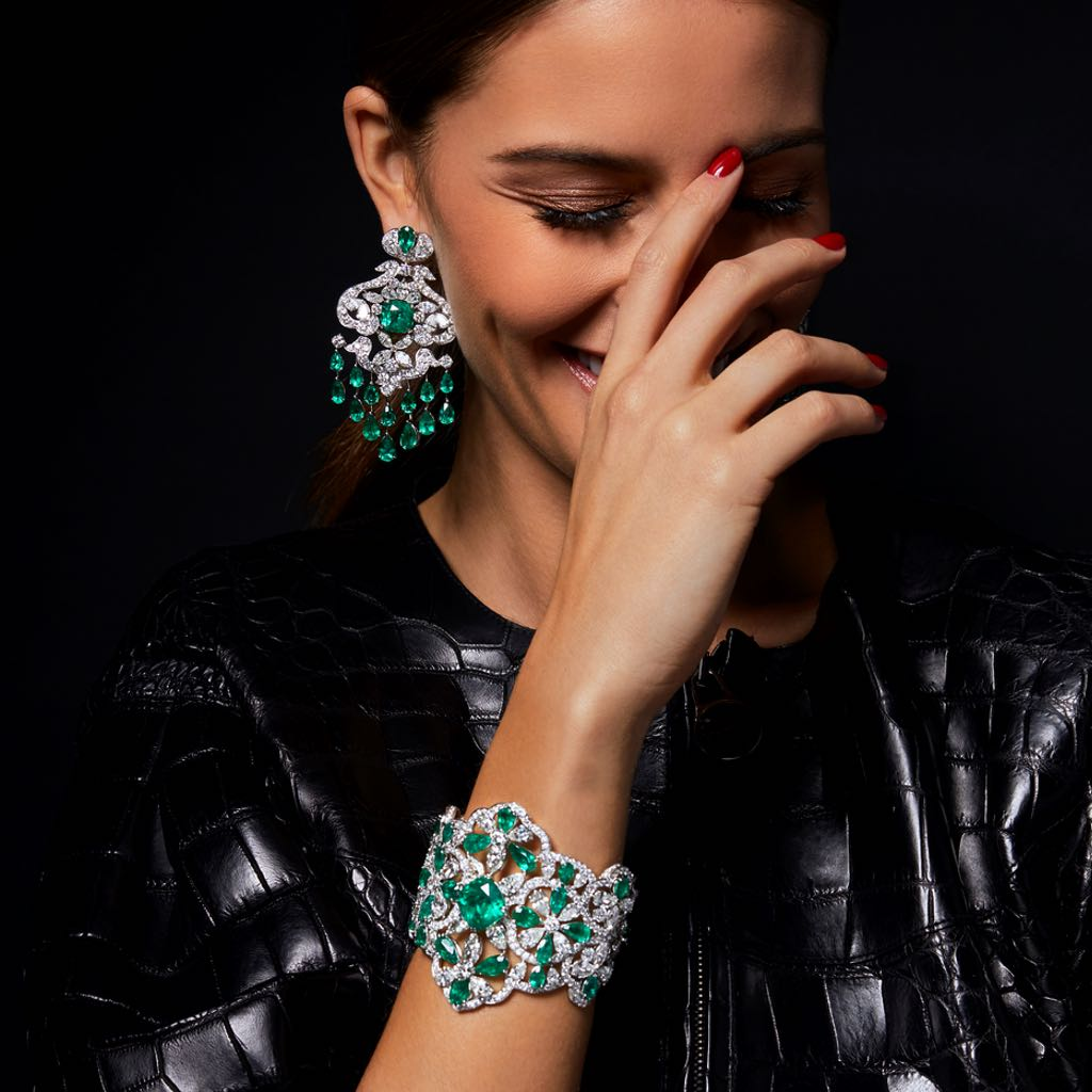 CLASSIC EMERALD AND DIAMOND CUFF