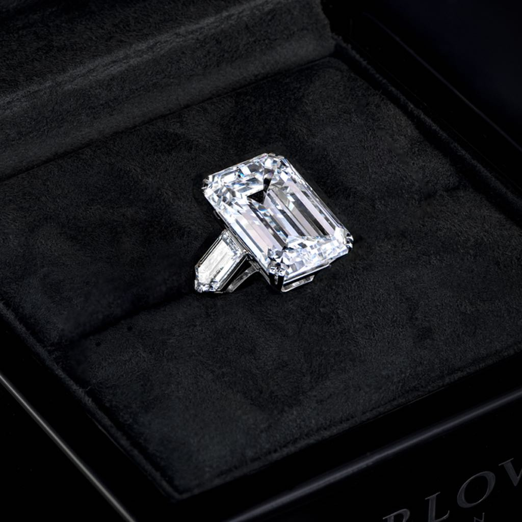 CLASSIC FLAWLESS DIAMOND RING of 20 CARATS
