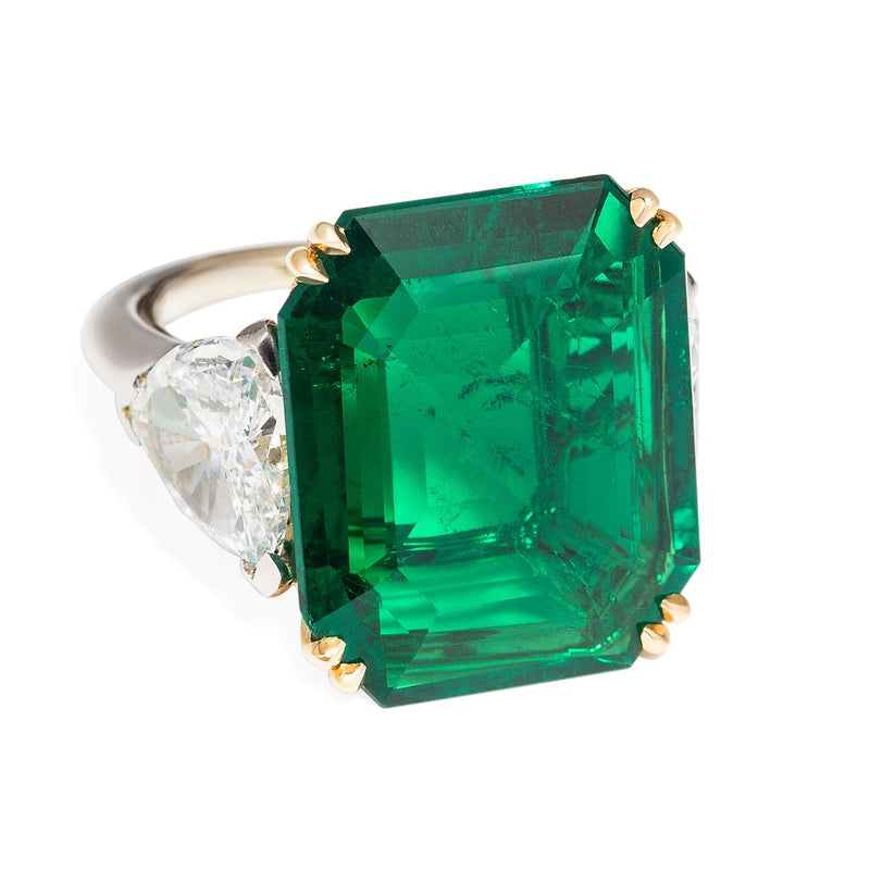 CLASSIC FINE COLOMBIAN EMERALD RING OF 22 CTS
