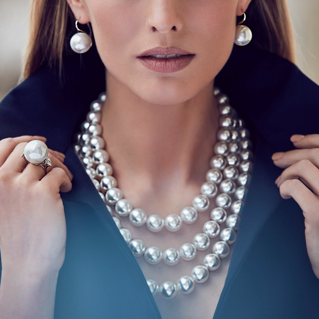 CLASSIC UNIQUE 3 ROW WHITE SOUTH SEA PEARL CHAIN
