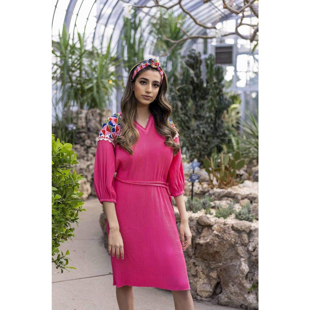 Rosa neon Pink Plisse Dress with long sleeves