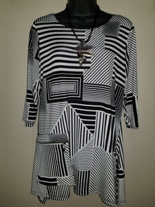 Black & White Geo Print with Zip Pocket in Swanton