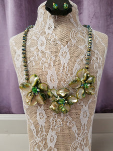 Pretty Necklace in Green Flowers with Crystals & Gold Beads - You-nique Bou-tique