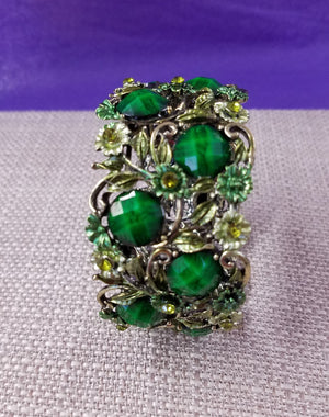 Gorgeous Emerald Green Bracelet with Rhinestones - You-nique Bou-tique