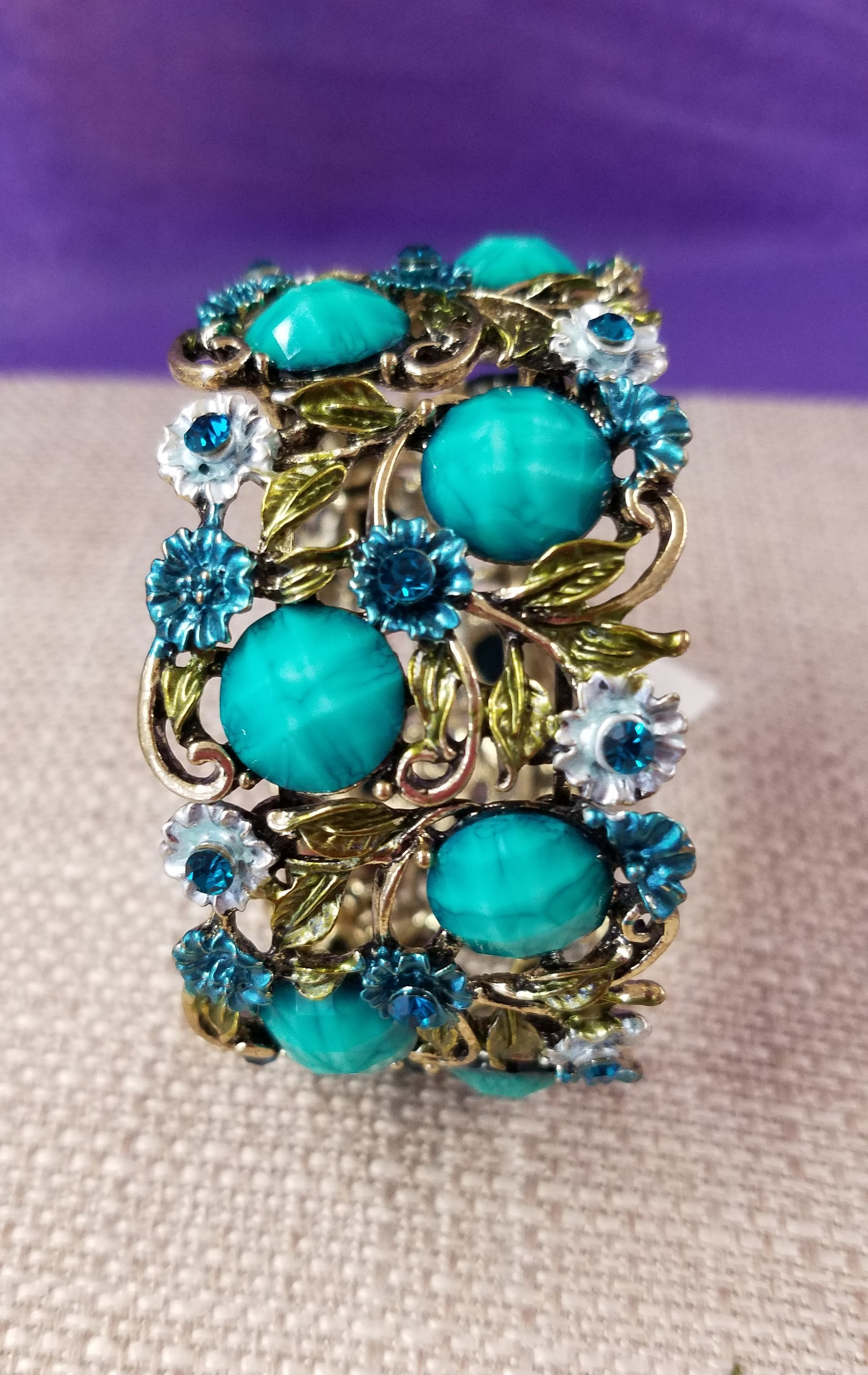 Gorgeous Bracelet in Turquoise with Rhinestones - You-nique Bou-tique