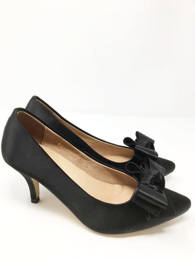 All Black Bow Pump