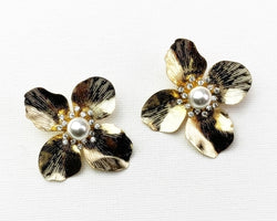 Nahmu Flower Earring with Pearl Center