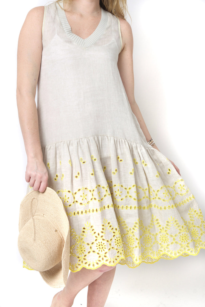 Tricot Chic Linen Mid Dress with Embroidery