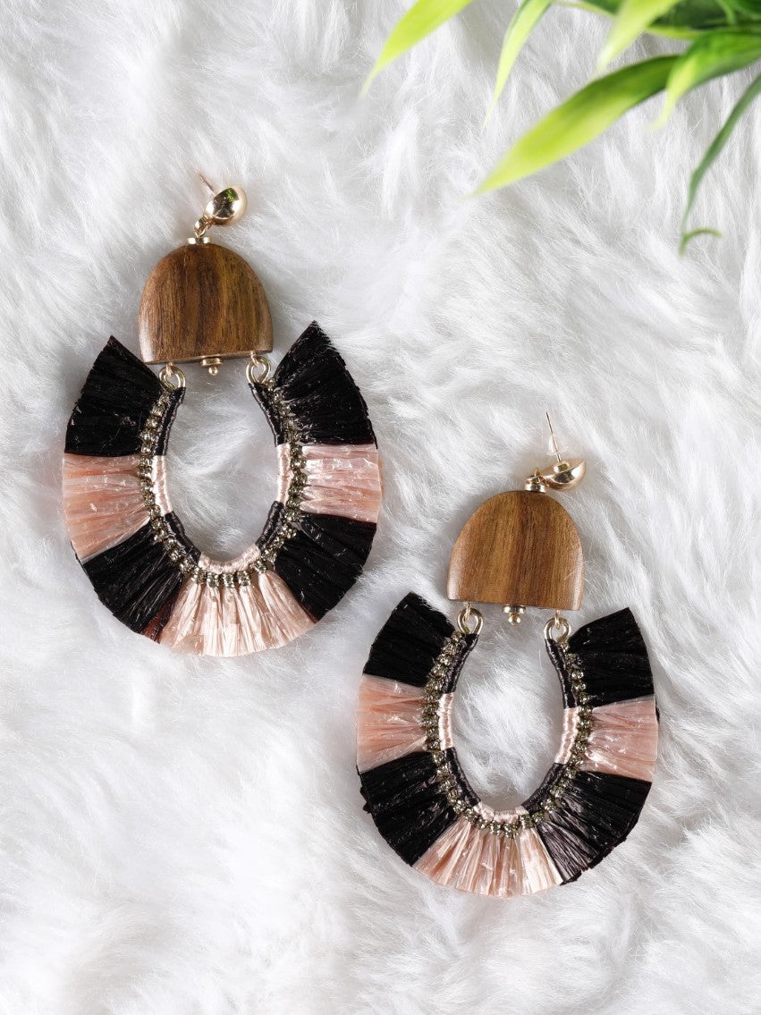 Black and light pink raffia on a wooden base Earrings - The Tassle Life