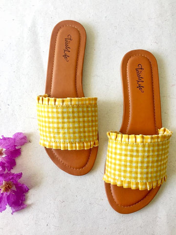 Gingham sliders - Yellow - The Tassle Life
