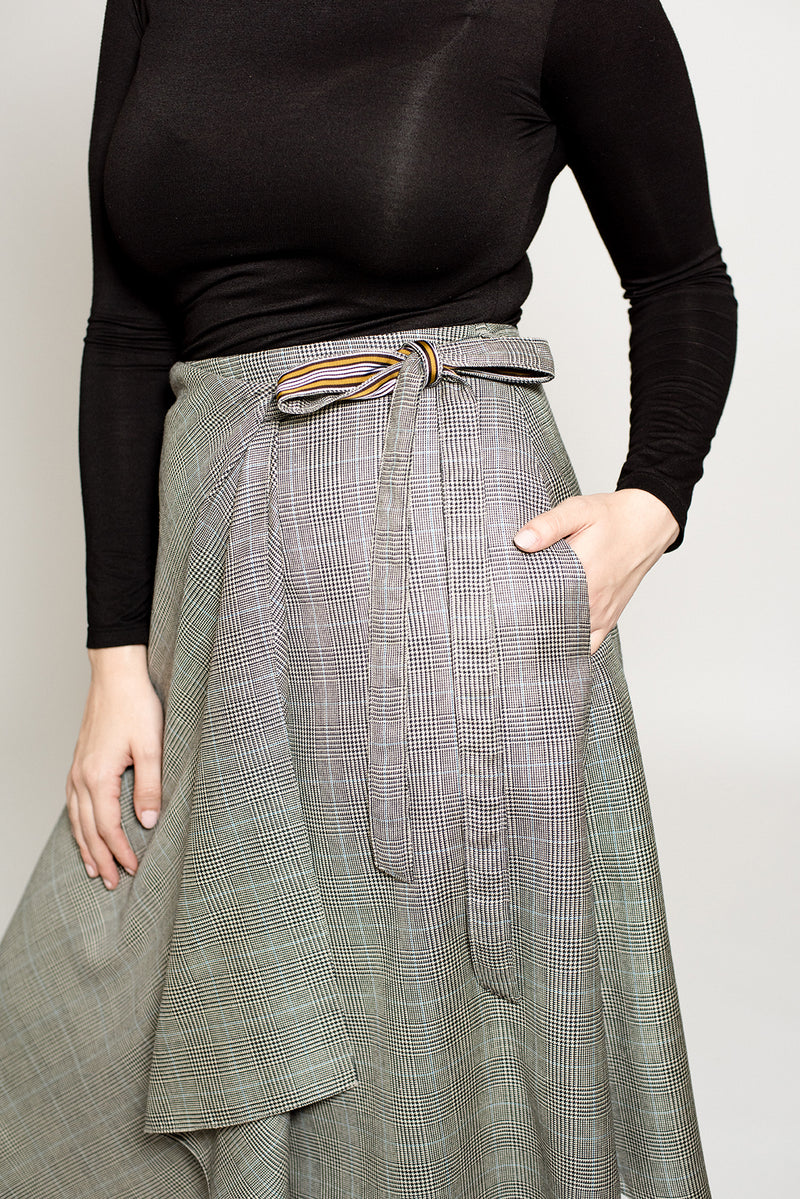 Mid length wrap plus size skirt with pockets size 8 to 18