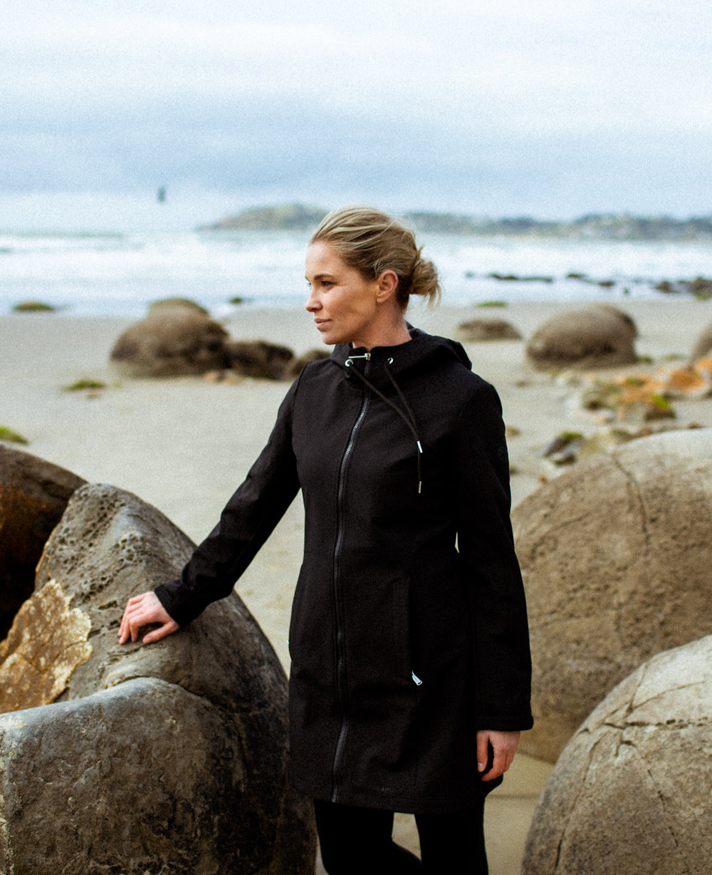 TOTARA SOFTSHELL COAT - BLACK
