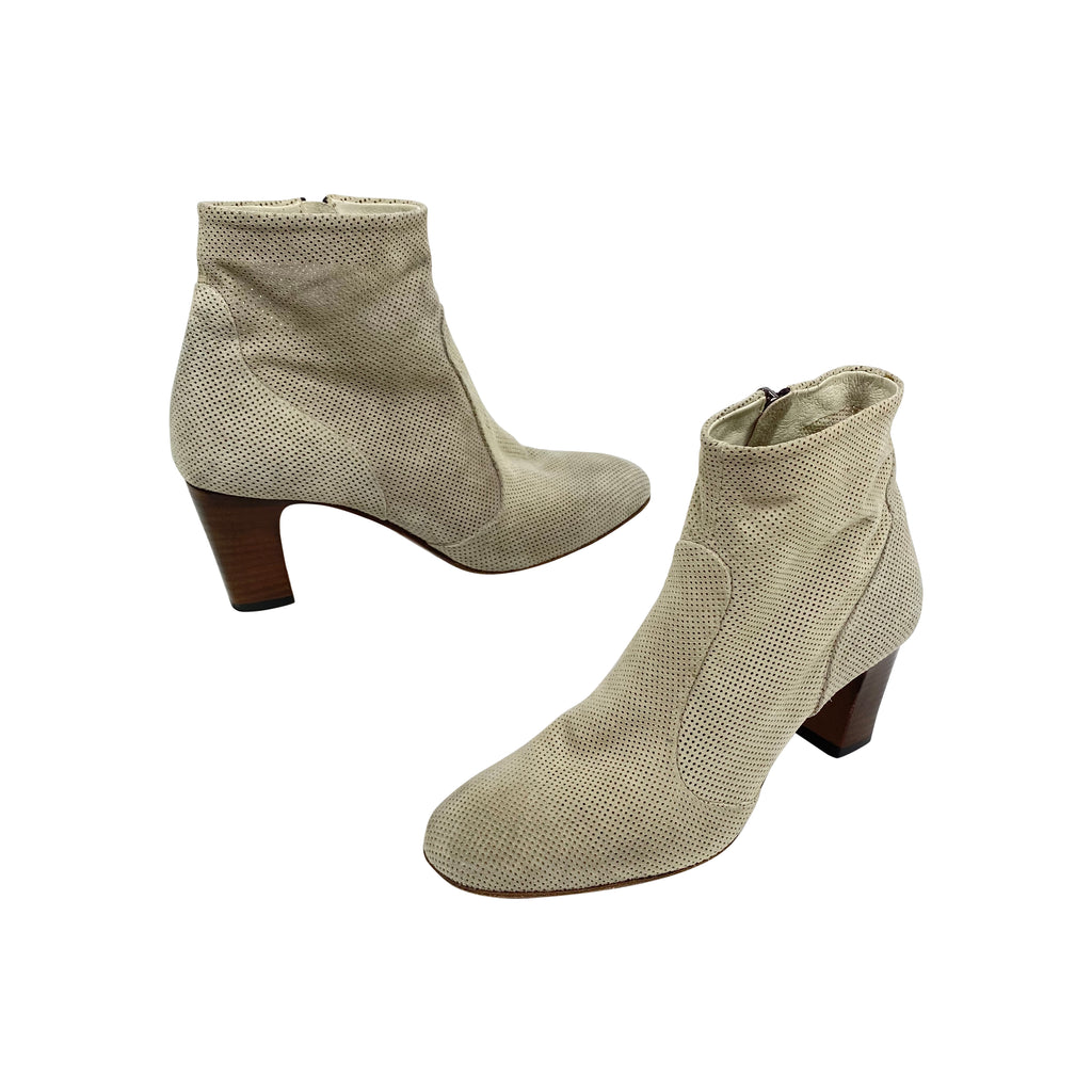 laboratorigarbo perf suede booties tan