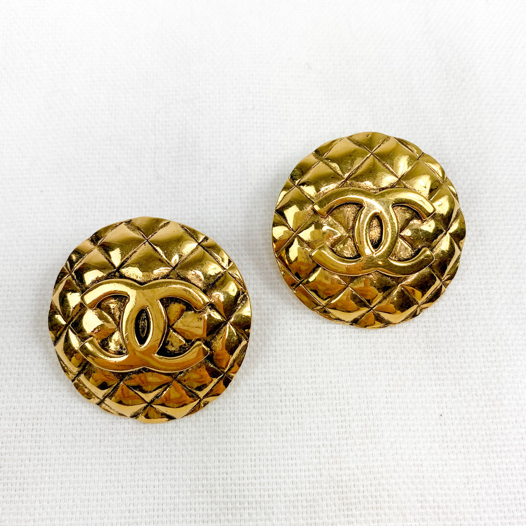 chanel gold earrings quilted