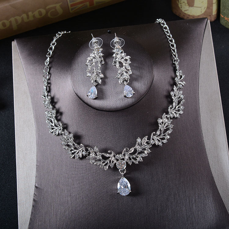 'Nottingham' Necklace & Earring Set - The Royal Look For Less