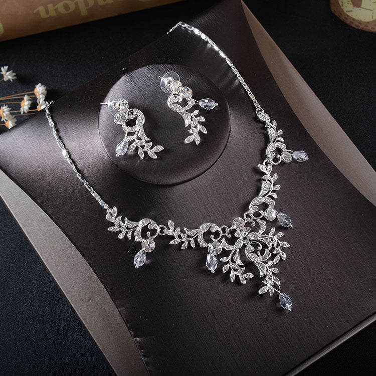 'Jasmine' Necklace & Earrings Set - The Royal Look For Less