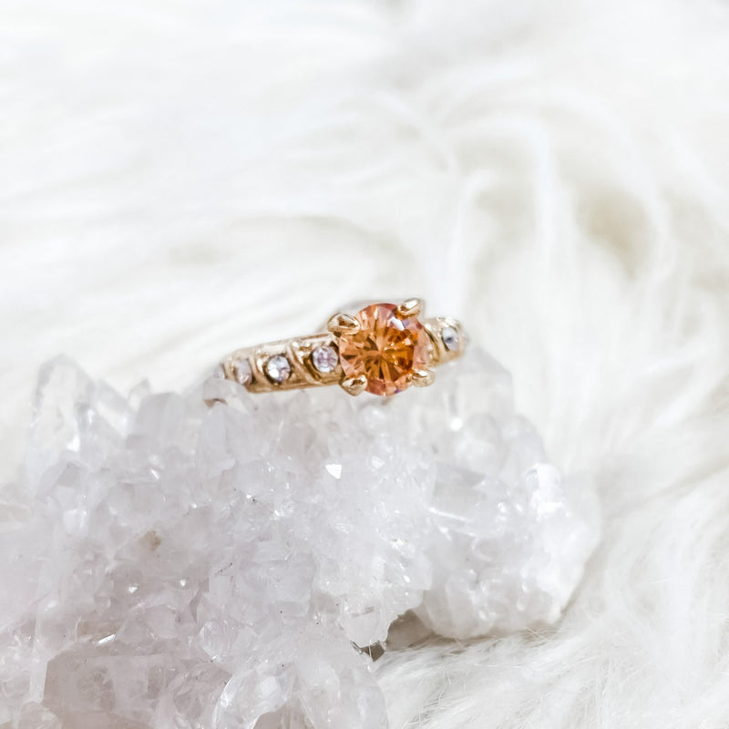 Vintage Peach Graduated Channel Ring - 6.25