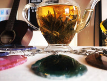 Sweet Pea tea and healing crystals gift pack