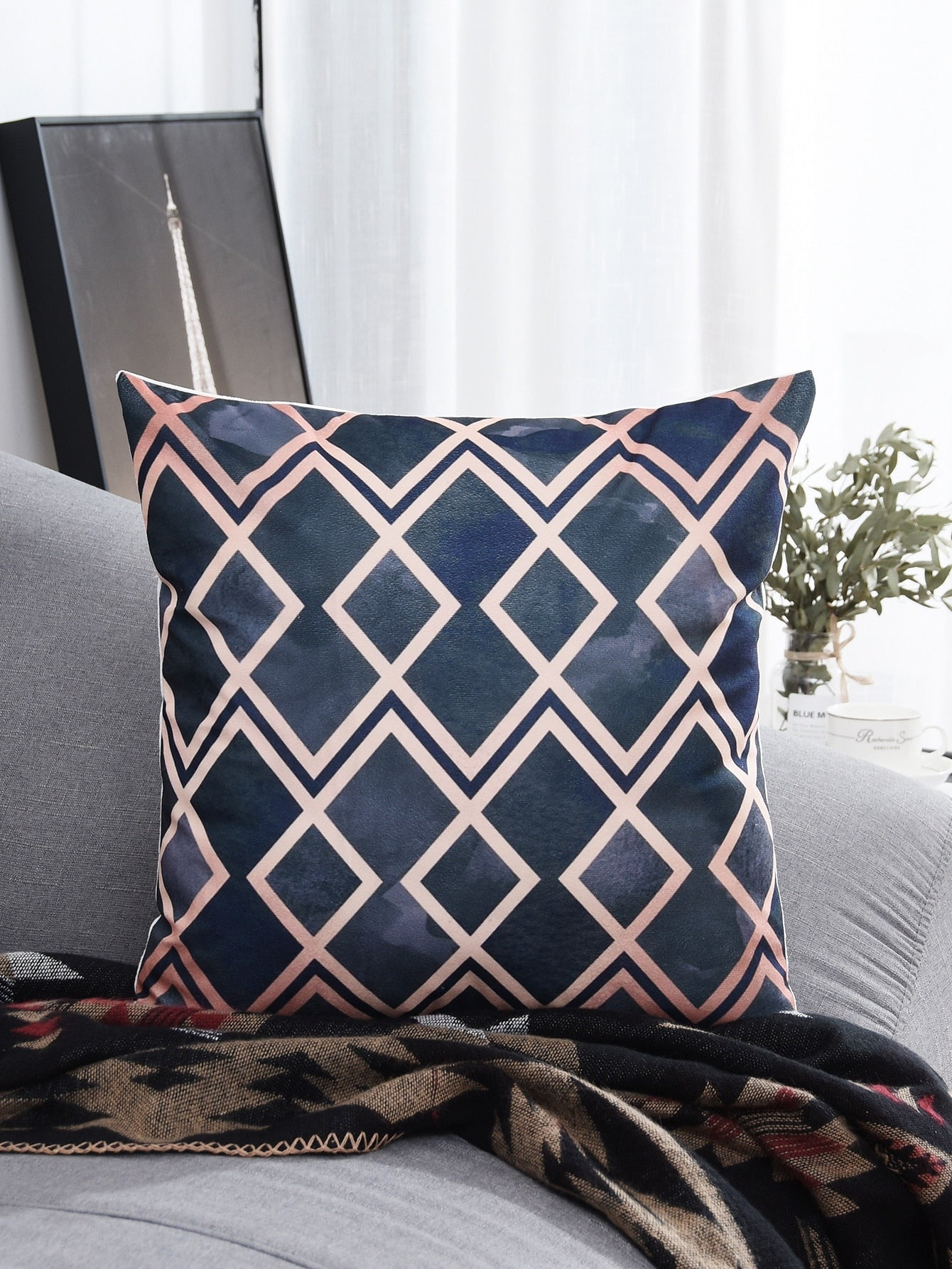 Geometric Pattern Print Cushion Cover