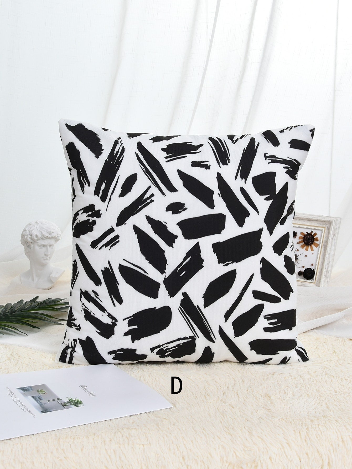 Graphic Print Cushion Cover 1pc