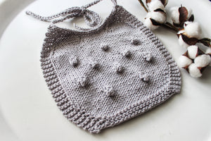 bib • misty grey, bobble