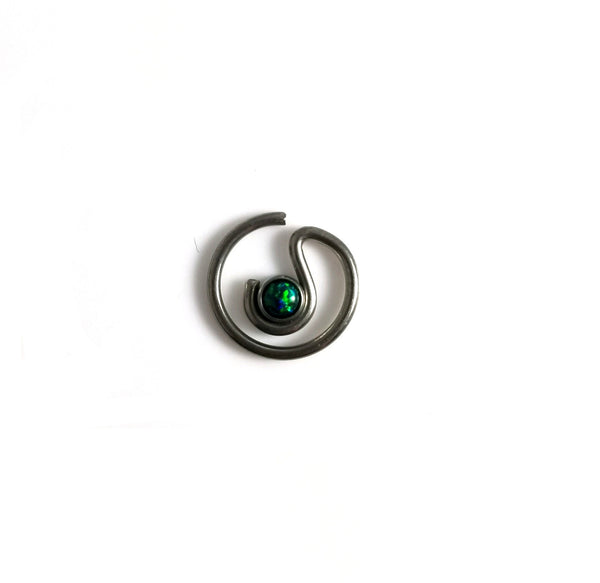 16G daith earring with simulated green fire opal G23 titanium - seo-img